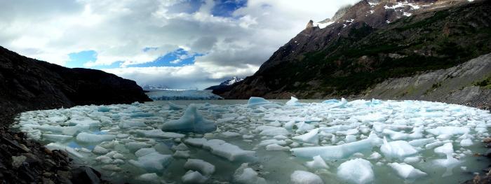 Grey_Glacier_icebergs_Stevage